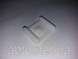 Кліпса переднього сидіння ліва Chery Amulet A11-6800041