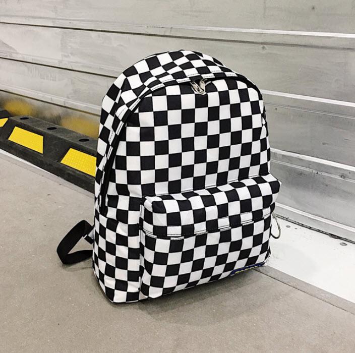 Вместительный тканевый рюкзак в шахматную клетку