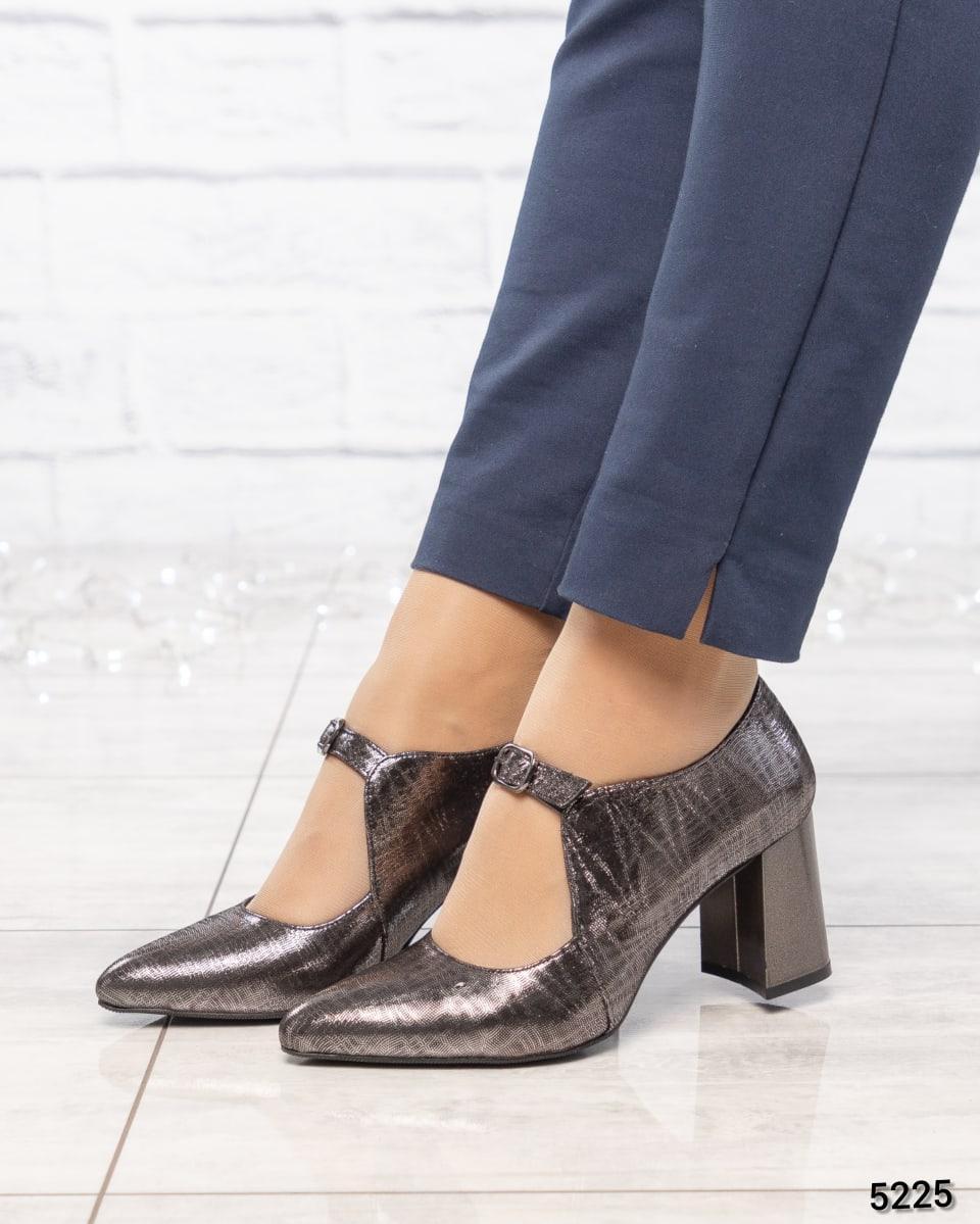 Туфли женские с ремешком серебристые