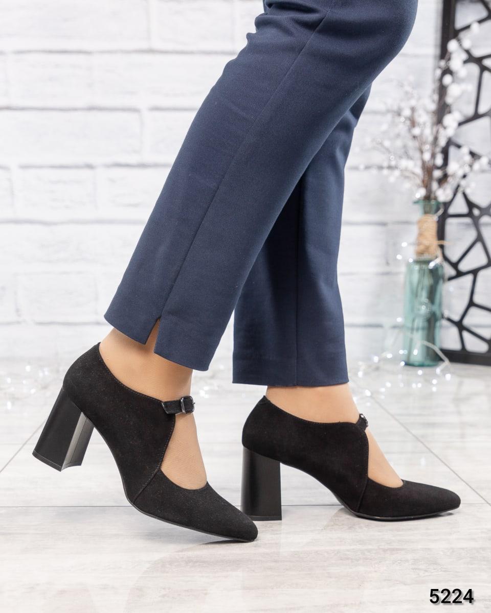 Туфли женские с ремешком черные