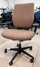 Офісне крісло Vitra