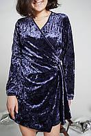 Велюровое короткое платье на запах. Цвет синий. m