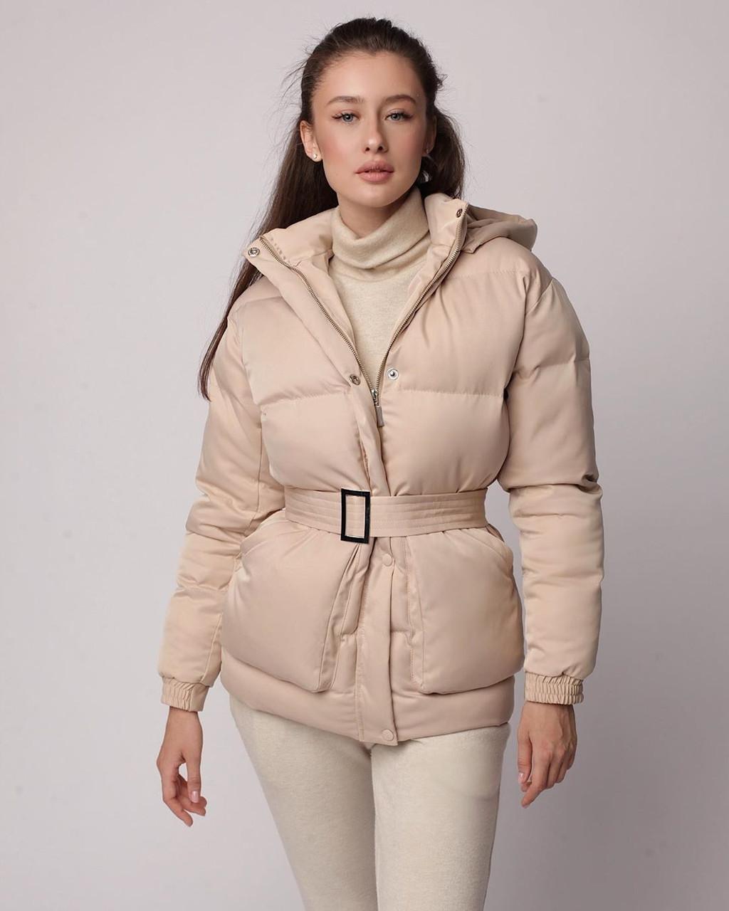 Объемный дутый женский весенний пуховик куртка с капюшоном поясом карманами светлый бежевый  хаки черный