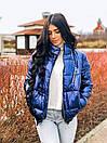 Женская плащевая короткая куртка бомбер на молнии 22kur256, фото 2