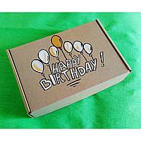 Подарочная картонная коробка Happy Birthday с росписью ручной работы и бумажным наполнителем.