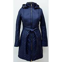Модная удлиненная куртка стеганная с капюшоном и поясом от производителя