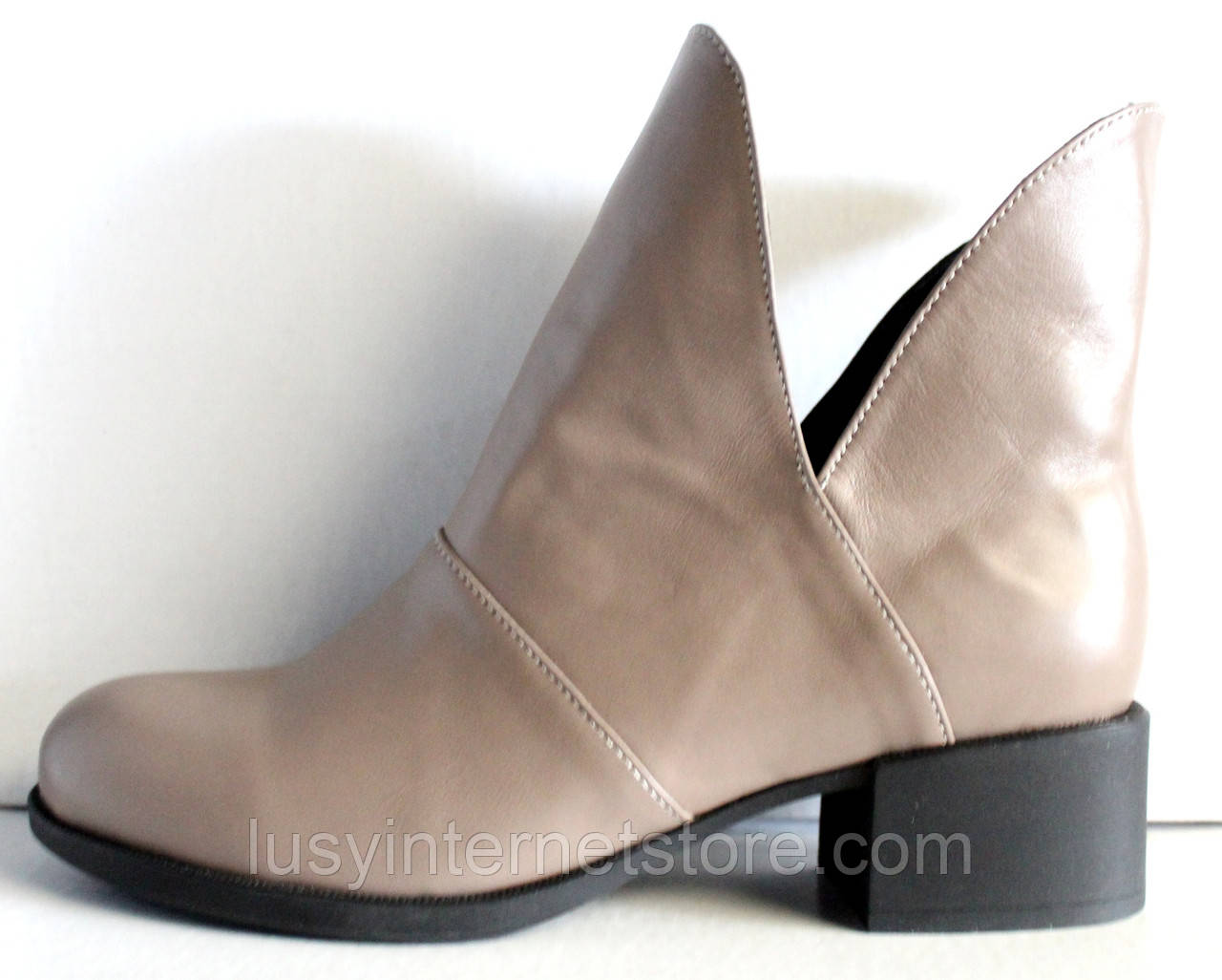 Ботинки женские кожаные демисезонные на низком каблуке от производителя модель ЛД101-1