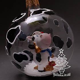 Стеклянный шар на елку с керамической коровкой внутри диаметр 70 мм 70-сг-20
