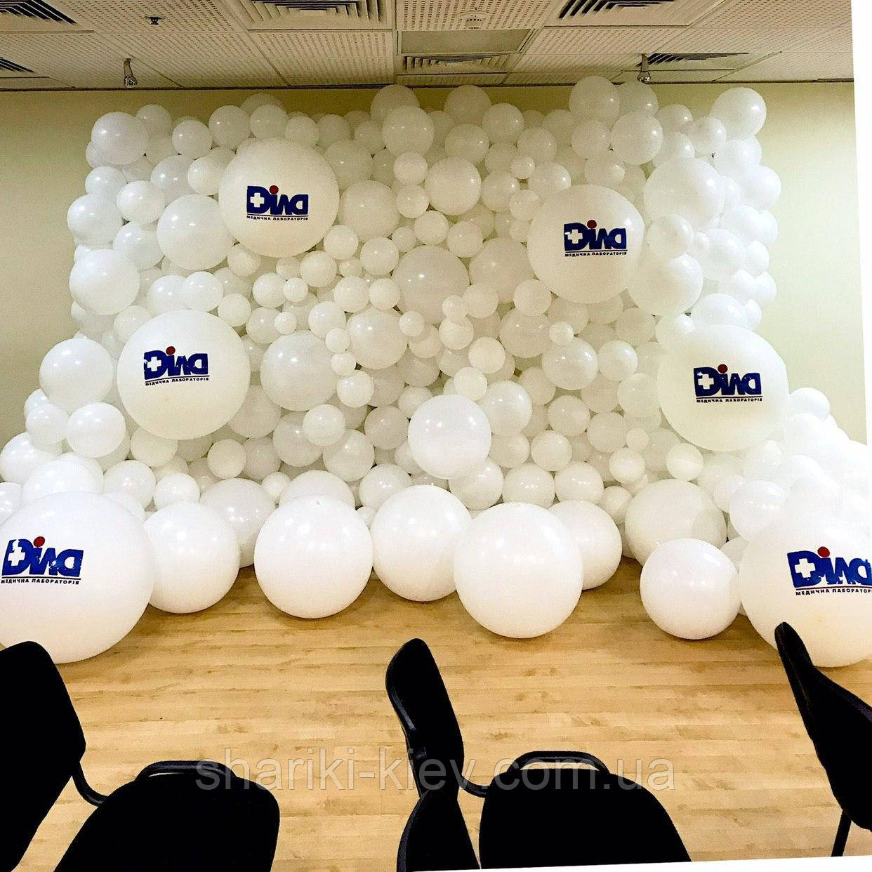 Фотозона из латексных шаров для фотосессии на корпоратив