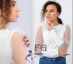 Нарядная белая блузка с пышными рукавами из сетки