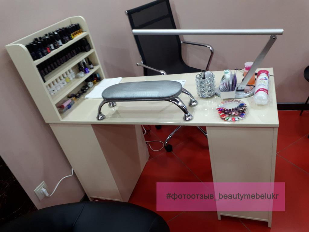 Маникюрный столик с полками для лаков, фрезера, УФ-лампой и вытяжкой.