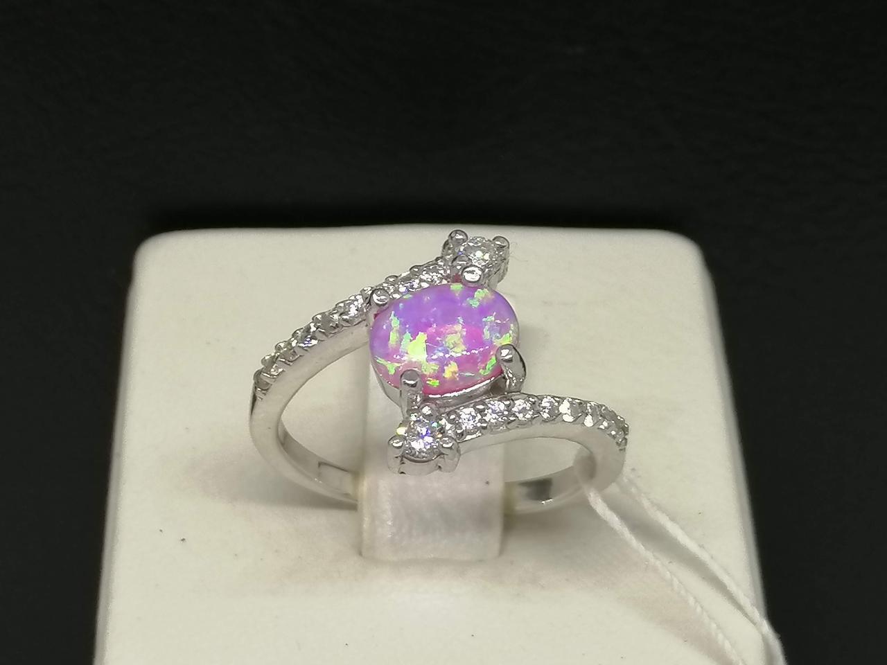 Серебряное кольцо с опалом и фианитами. Артикул 2221 081249 18