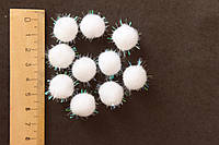 Мини-помпончик, d 1.5-1.7 см, белого цвета с блестящими ниточками