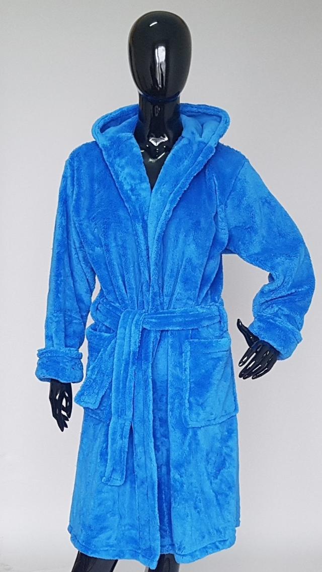 фотография женский махровый халат синего цвета с капюшоном