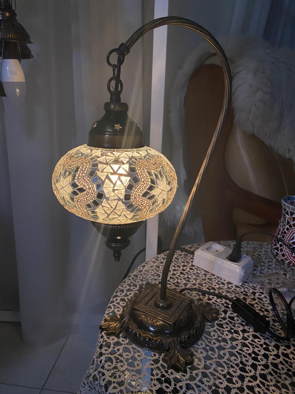 Настольный изогнутый турецкий светильник кэмэл  Sinan из мозаики ручной работы Белый