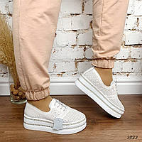 Туфли женские из натуральной кожи белые на шнуровке с перфорацией на толстой подошве