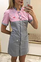 Медицинский халат женский косметолога серо-розовый с вышивкой
