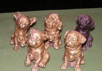 Щенки собаки бронза