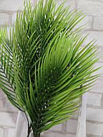 Інтер'єрна гілка пальми із пластику, декорування, Польша, вис.69см., 3 гілки, 55/45 (ціна за 1шт.+10гр.)