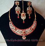 Индийский комплект колье, тика, серьги к сари под золото с красными камнями, фото 10