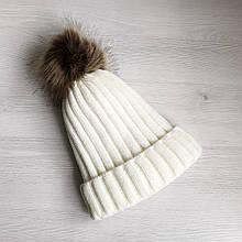 Детская зимняя шапка на меху для девочки 8 - 9 - 10 - 11 лет с помпоном белая (молочная)