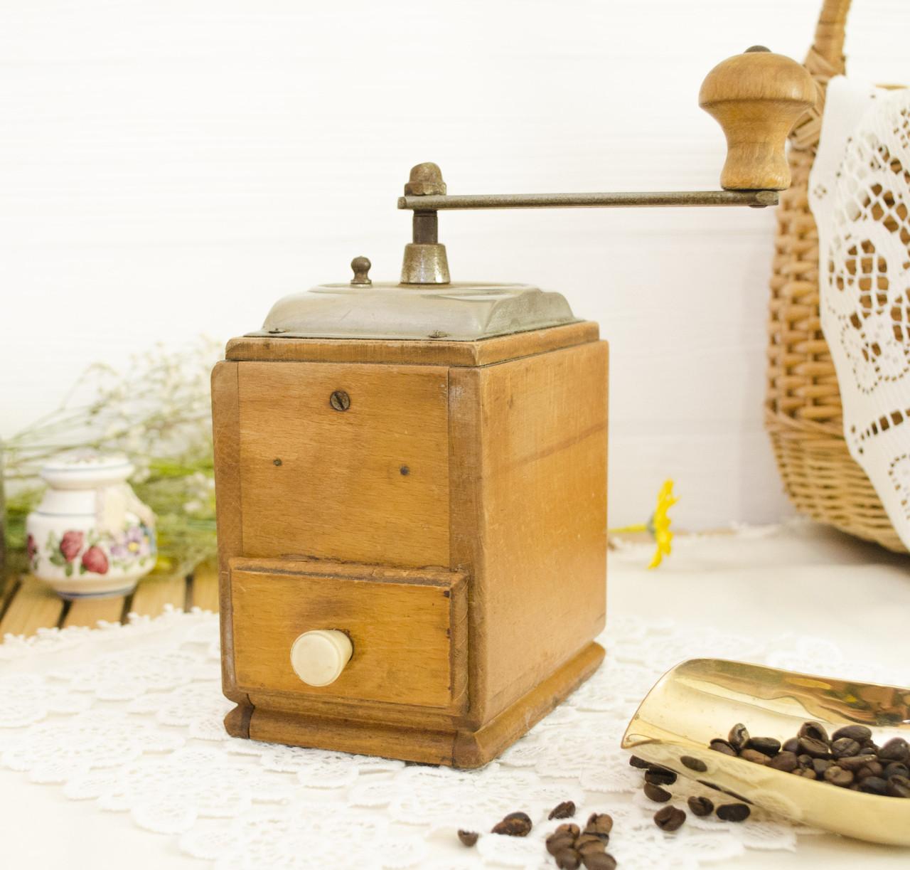 Старая ручная немецкая кофемолка, деревянный корпус, Германия, Zassenhaus