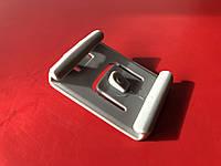 Клипса опоры передних сидений правая Chery Amulet Чери Амулет  A11-6800019