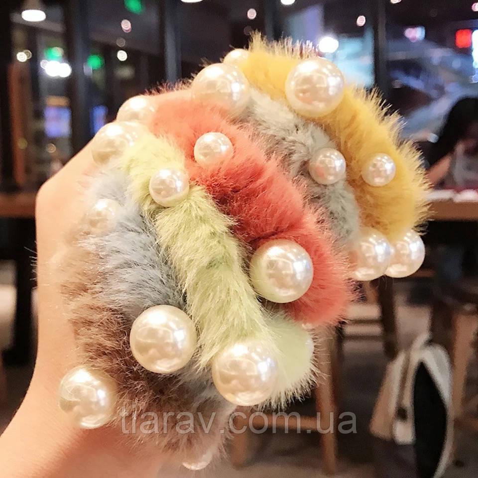 Резинка для волос меховая с бусинками