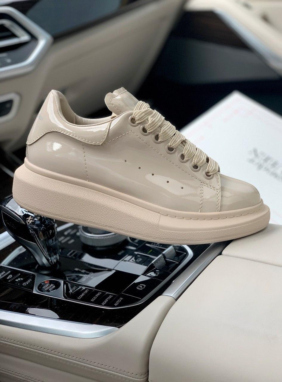 Стильны кроссовки Alexander McQueen (Александр Маквин) Light  Beige Patent LUX QUALITY