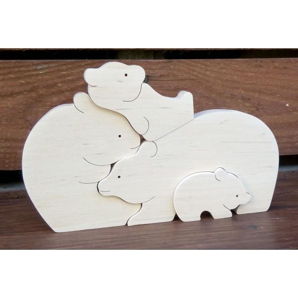 Сім'я білих ведмедів