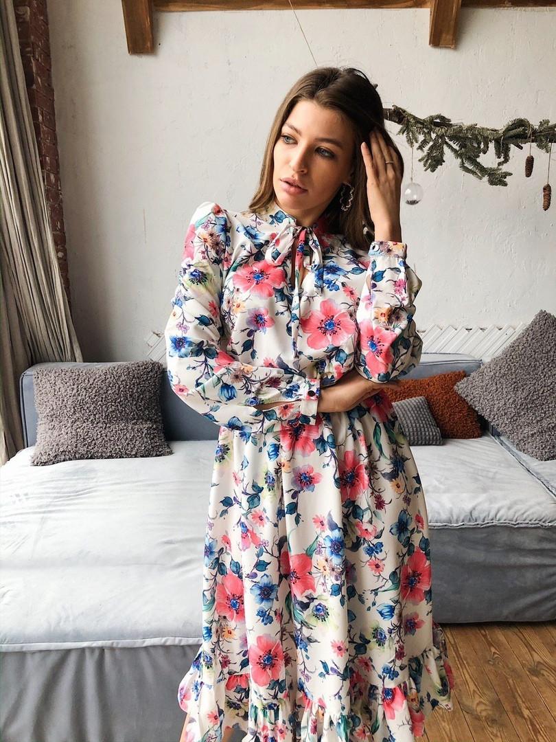 Женское красивое платье с цветочным принтом