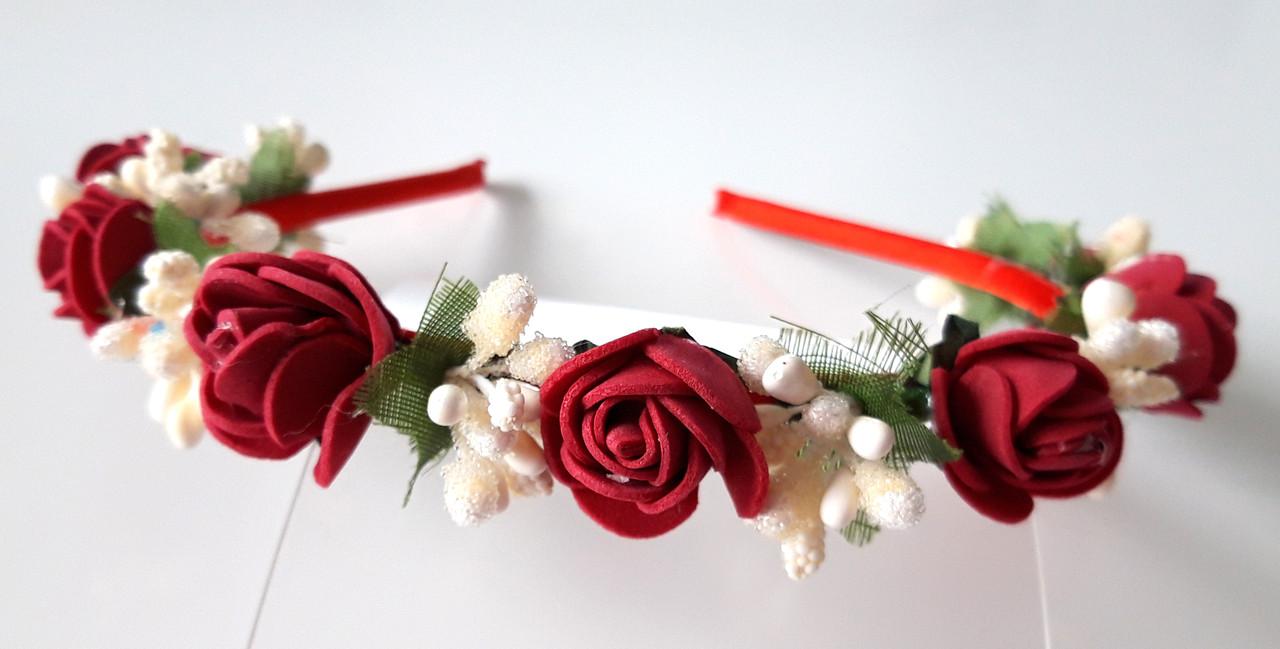 Обруч віночок ручна робота бордові троянди і білі ягоди