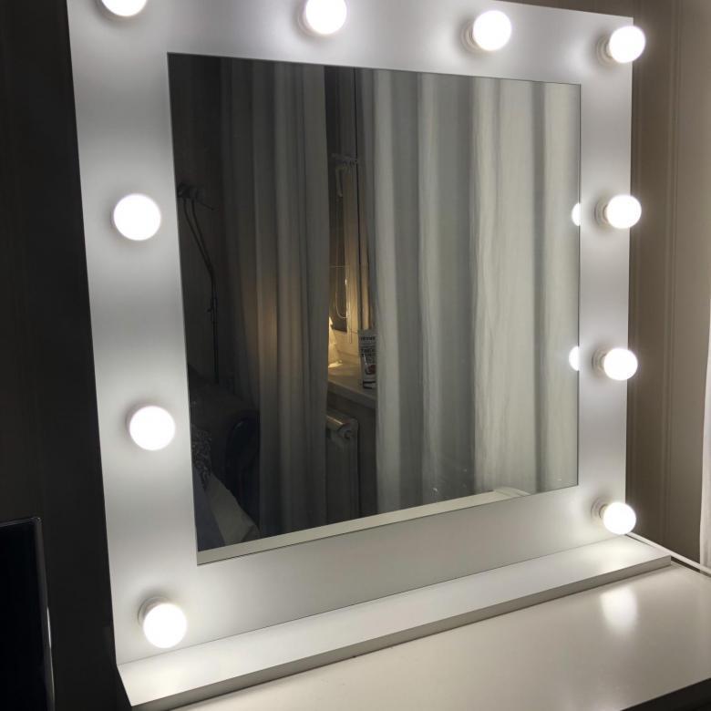 Гримерное зеркало 70 х 70 с лампами в белой раме ( Макияжное зеркало для визажа )