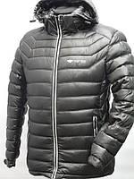 Мужская куртка темно серого цвета.