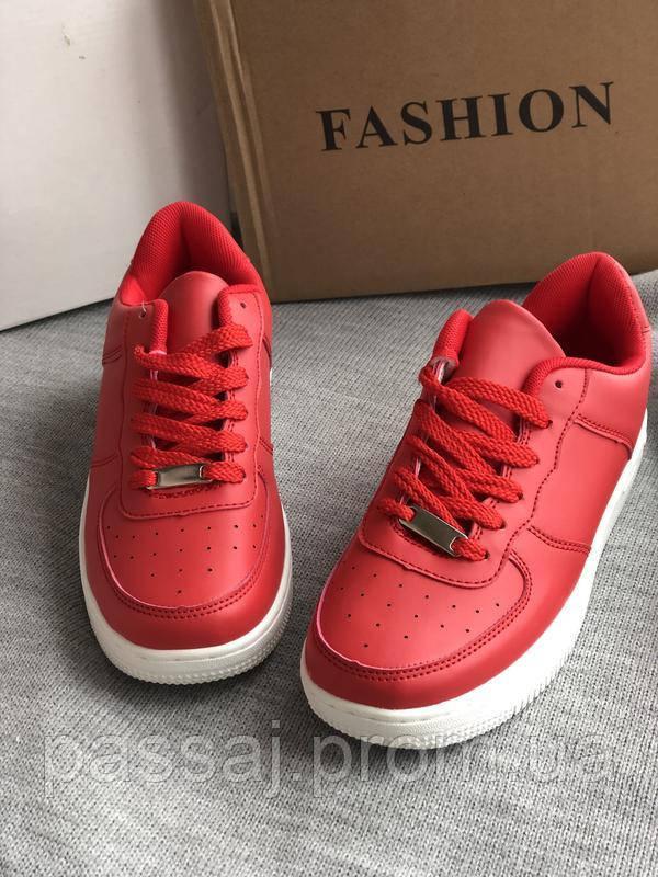 Красные оригинальные кроссовки