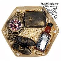 Мило для чоловіка в подарунок в наборі туфлі, годинник, гаманець, віскі