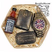 Мило для чоловіка в подарунок набір годинник, віскі, жетон, гаманець