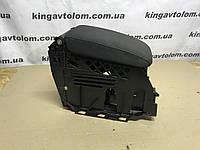 Подлокотник взборе   Volkswagen Golf 6      1K0 864 255