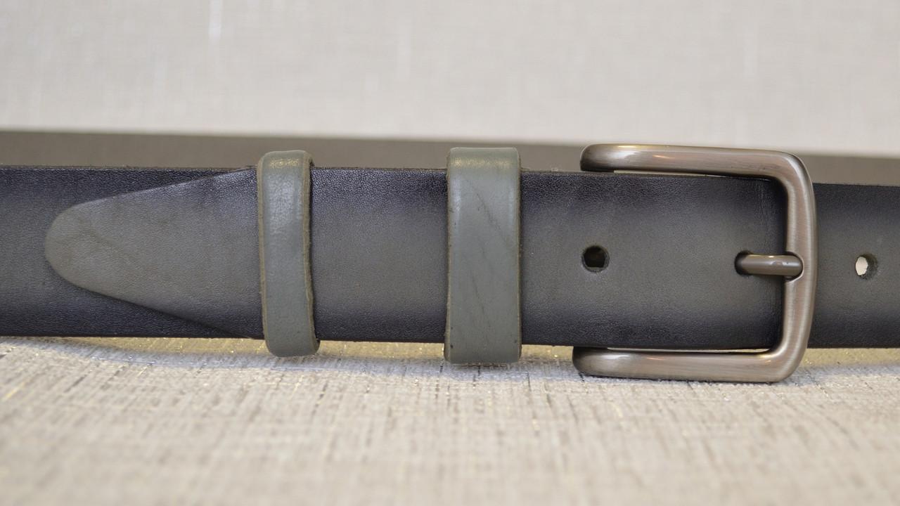 Кожаный ремень серого цвета с тёмными краями 134