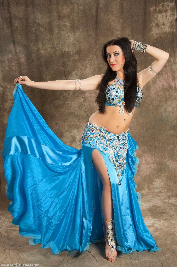 Голубой костюм для восточных танцев