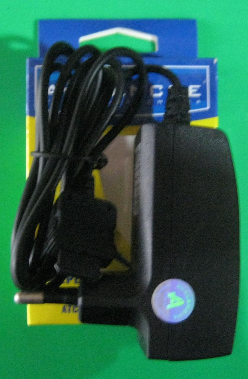Сетевое зарядное устройство Avalanche для телефона Samsung C100
