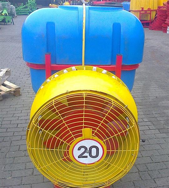 Опрыскиватель садовый тракторный VELMET 400л. форсунки пластик (Польша)