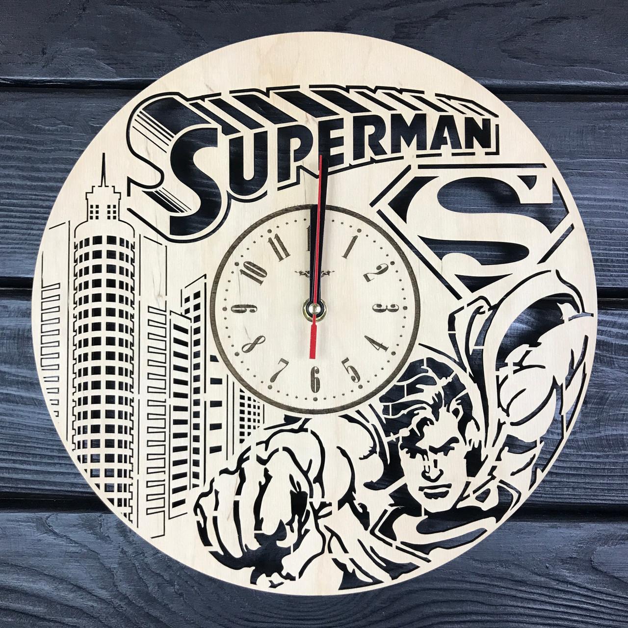 Стильные настенные деревянные часы «Супермен»