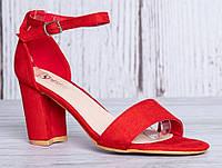 Красные босоножки на небольшом каблуке