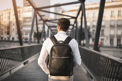 Ви любите натуральні шкіряні рюкзаки? Як подбати про них так, щоб вони служили вам як можна довше?