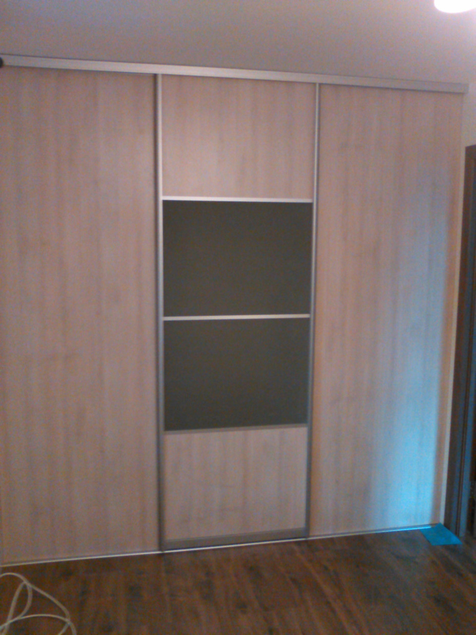 Шкаф-гардероб с комбинированой раздвижной системойи