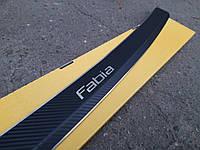 Накладка на бампер с загибом Skoda Fabia II универсал с 2007 г. (Carbon)