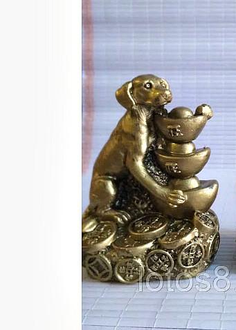 Статуэтка денежная собака, высота 5 см., цена за 1 шт.