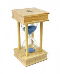 Песочные часы 5 минут на квадратной деревянной подставке голубой песок