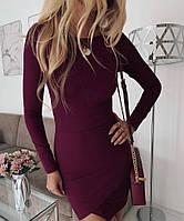 Облегающее женское платье бордового цвета